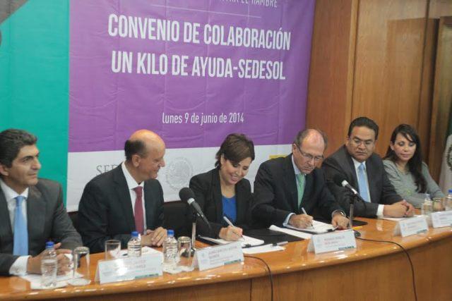 """Convenios de colaboración  con Un Kilo de Ayuda, Oxfam, Banco de Alimentos de México,  Instituto Nacional de Ciencias Médicas """"Salvador Zubirán"""" y el Instituto Nacional de Salud Pública"""