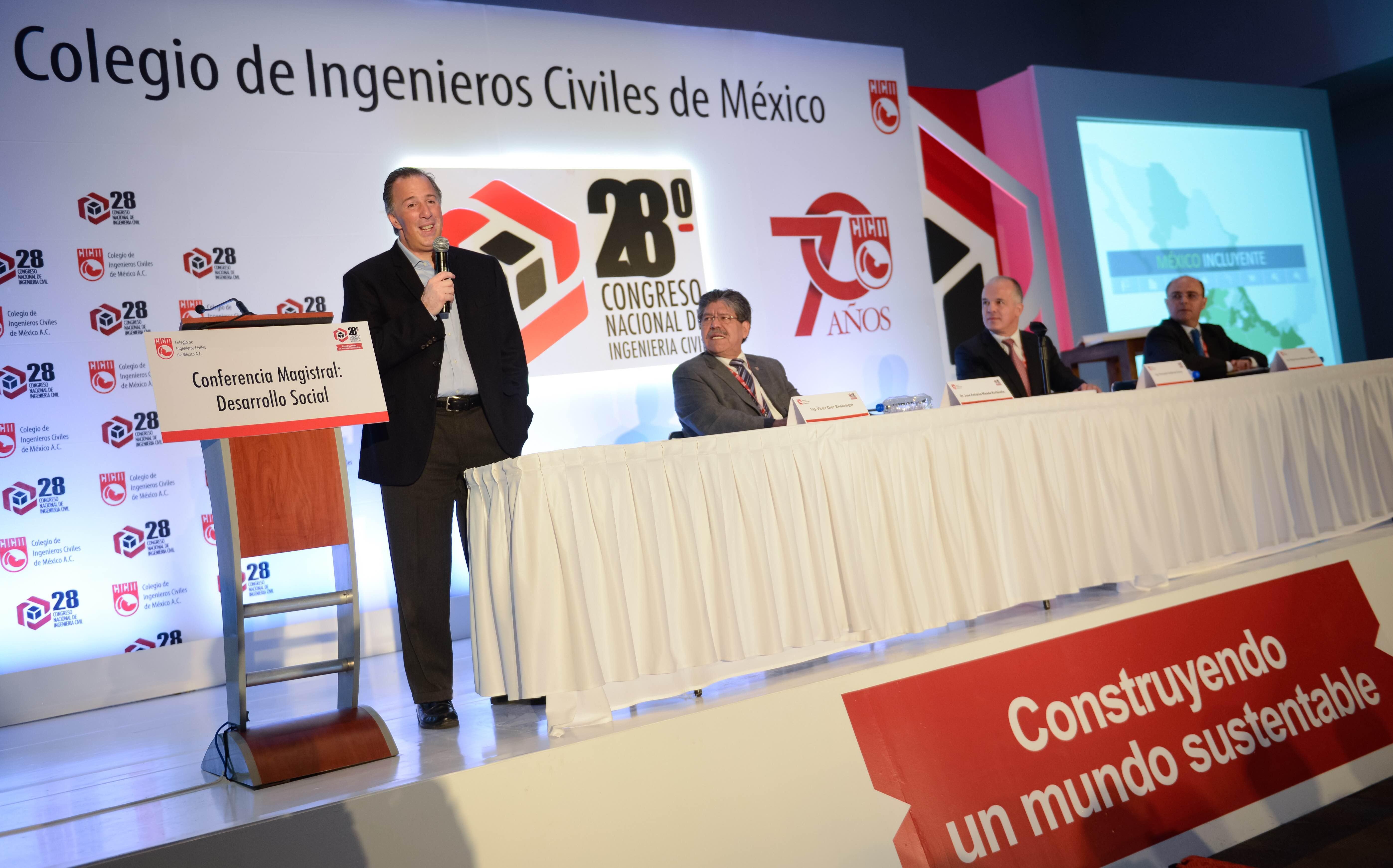 El secretario de Desarrollo Social, José Antonio Meade Kuribreña, otorgó entrevista al término del 28° Congreso Nacional de Ingeniería Civil