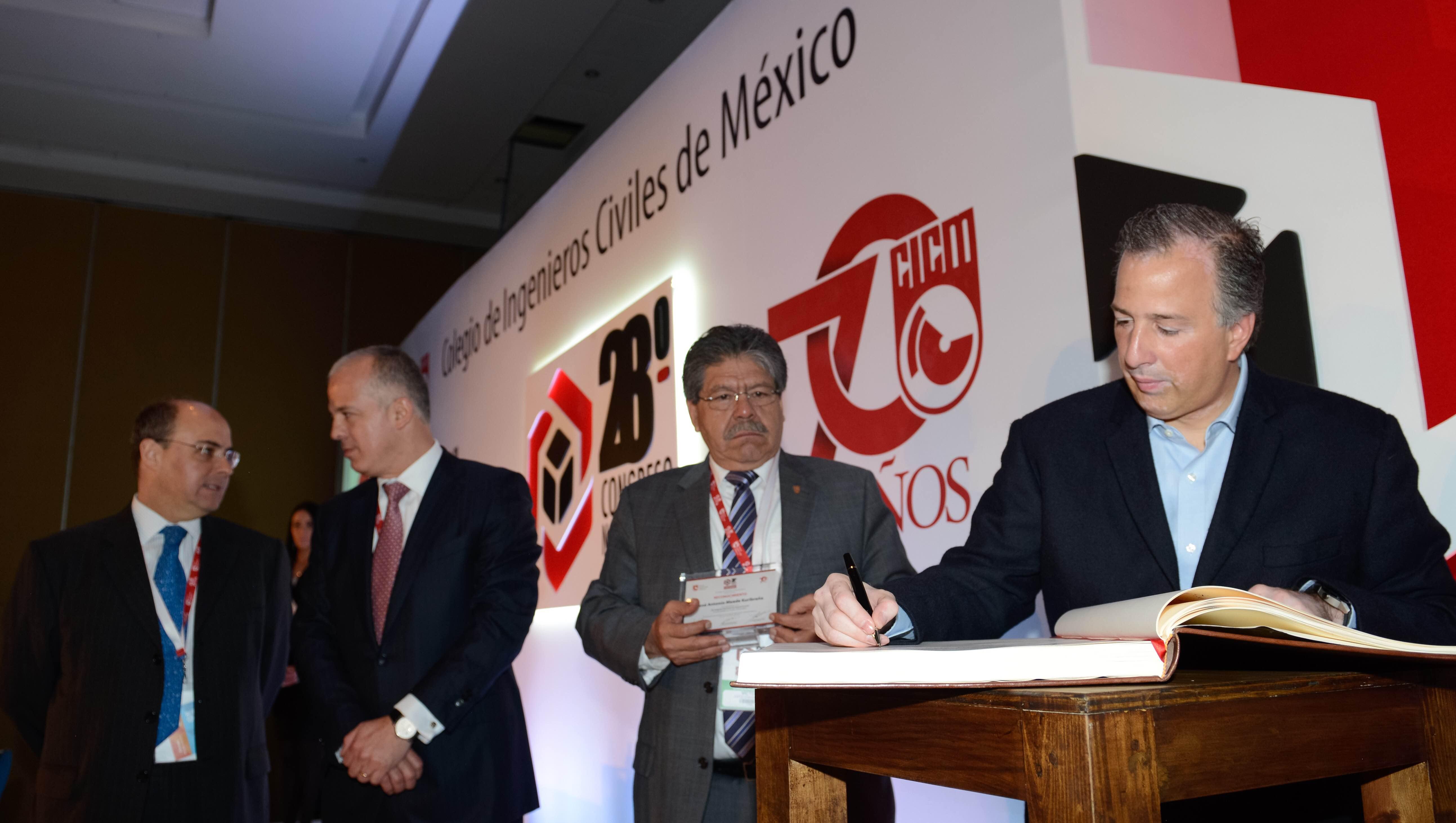El secretario de Desarrollo Social en su participación en el 28° Congreso Nacional del Colegio de Ingenieros Civiles de México