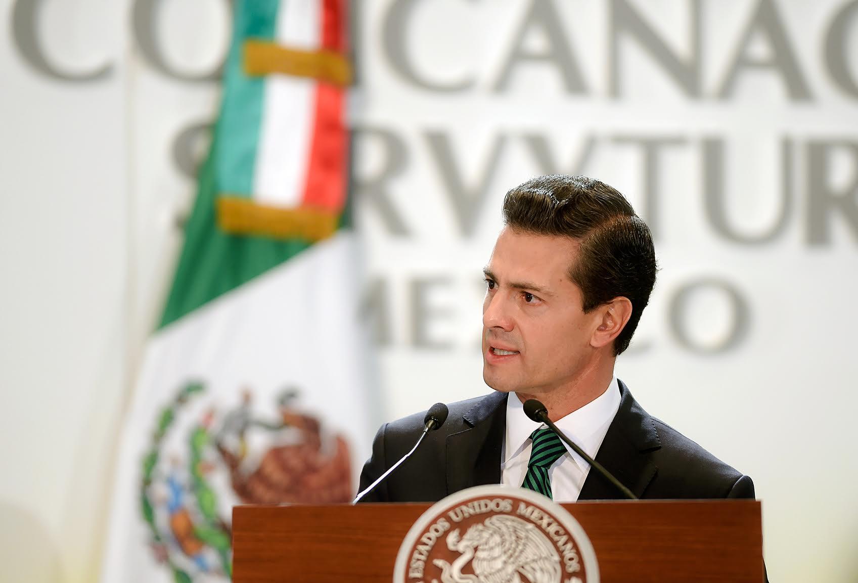 El Primer Mandatario toma protesta al Comité Ejecutivo y del Consejo Directivo de la CONCANACO-SERVyTUR 2016-2017.