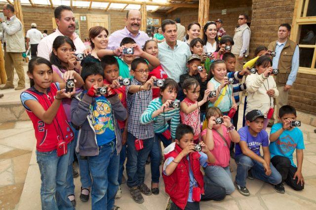 Niños fotógrafos en la zona de la Sierra Tarahumara
