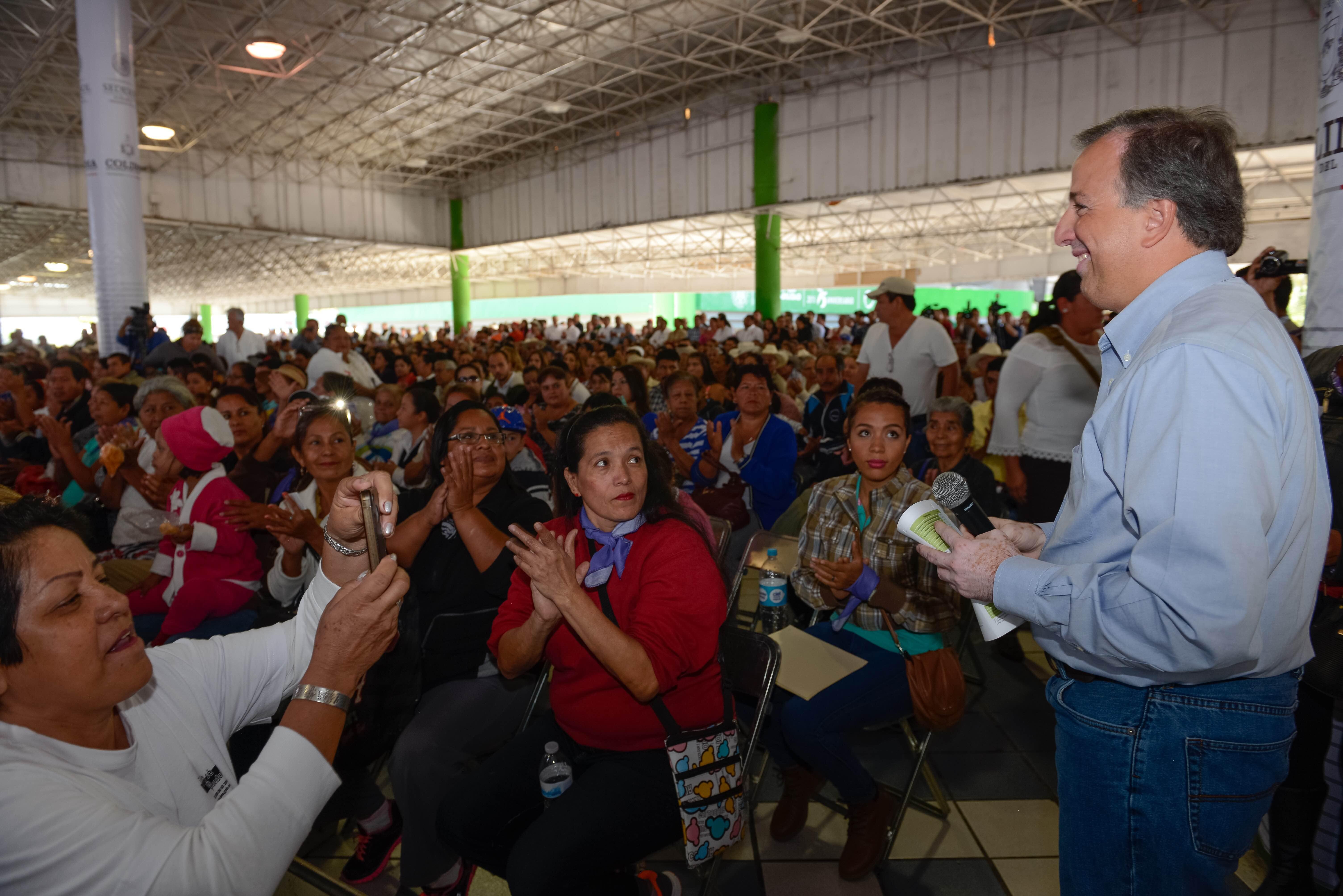 Con el gobernador Ignacio Peralta, firmó el Acuerdo por un Colima sin Pobreza