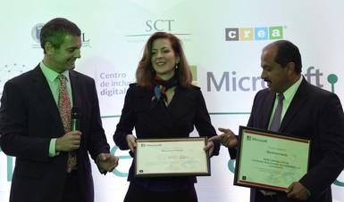 La Subsecretaria de Comunicaciones, Mónica Aspe Bernal, anunció que Microsoft se suma a la oferta de software licenciado y libre de los 32 Puntos México Conectado (PMC) operados por la Secretaría de Comunicaciones y Transportes.