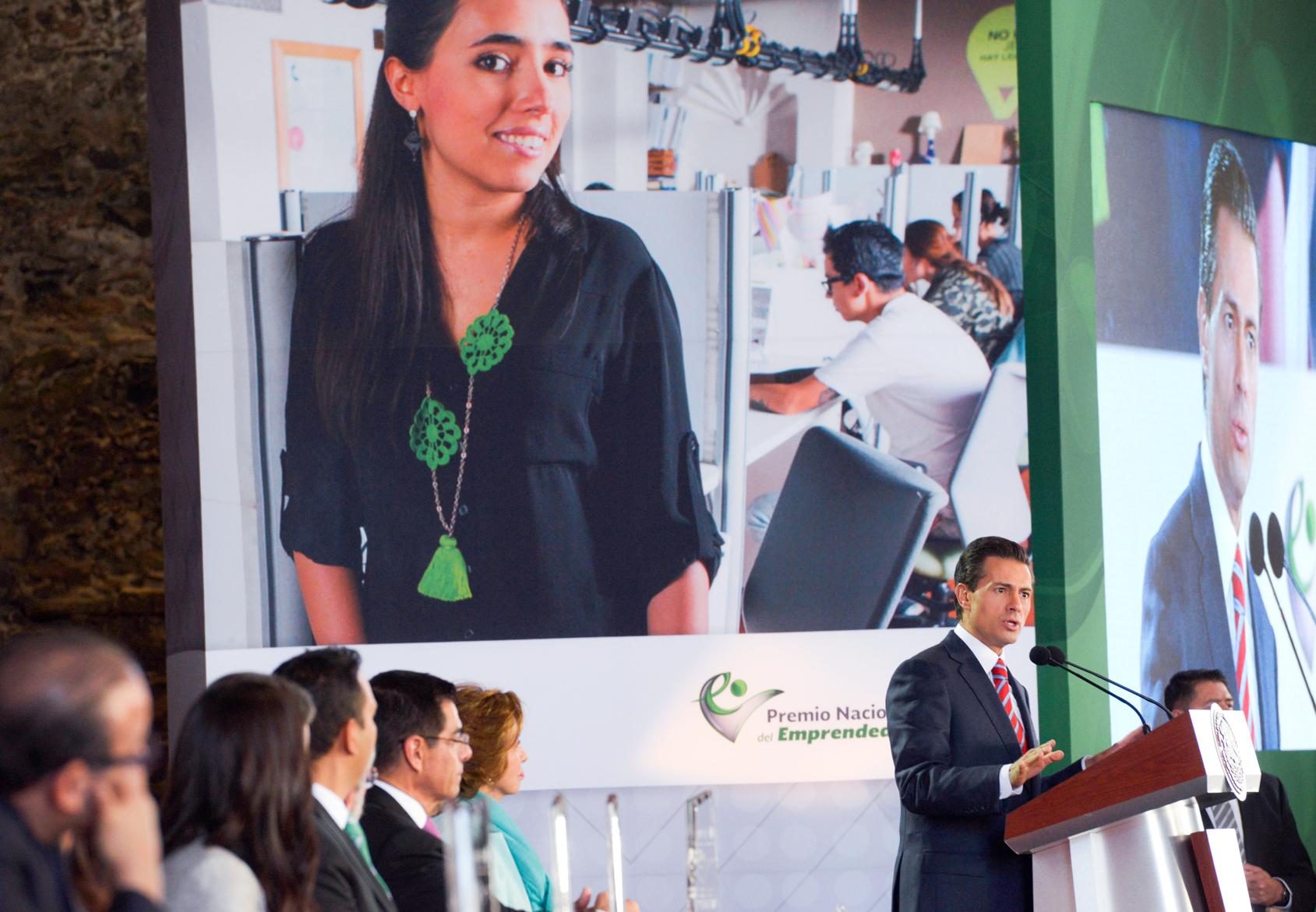 El Premio Nacional del Emprendedor que hemos otorgado este día, valora y reconoce la pasión, el esfuerzo y la dedicación con que han puesto en marcha sus iniciativas y proyectos, señaló el Mandatario.