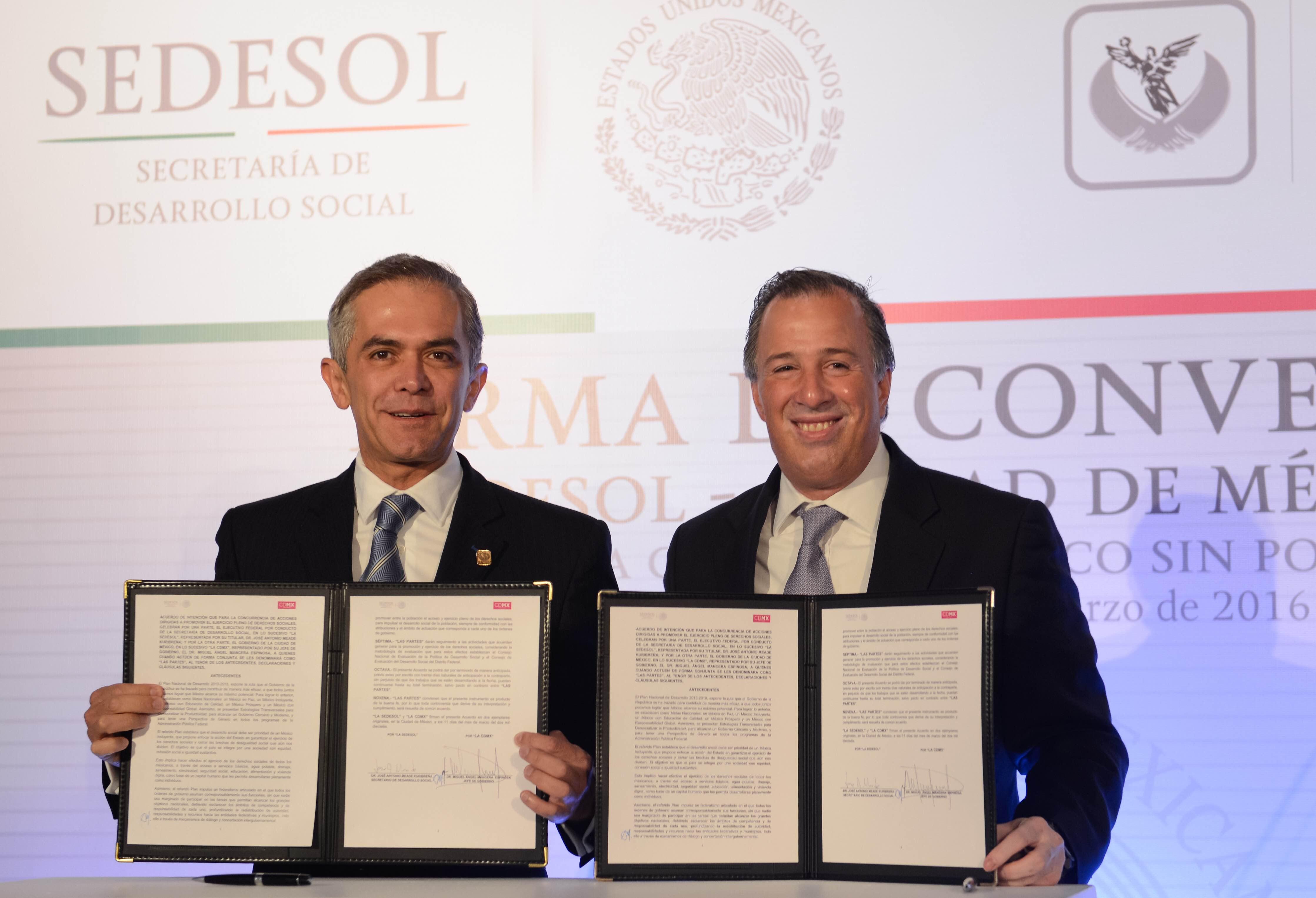 Ambos funcionarios encabezaron la puesta en marcha de los trabajos de la Primera Sesión Ordinaria de la Comisión Nacional de Desarrollo Social.
