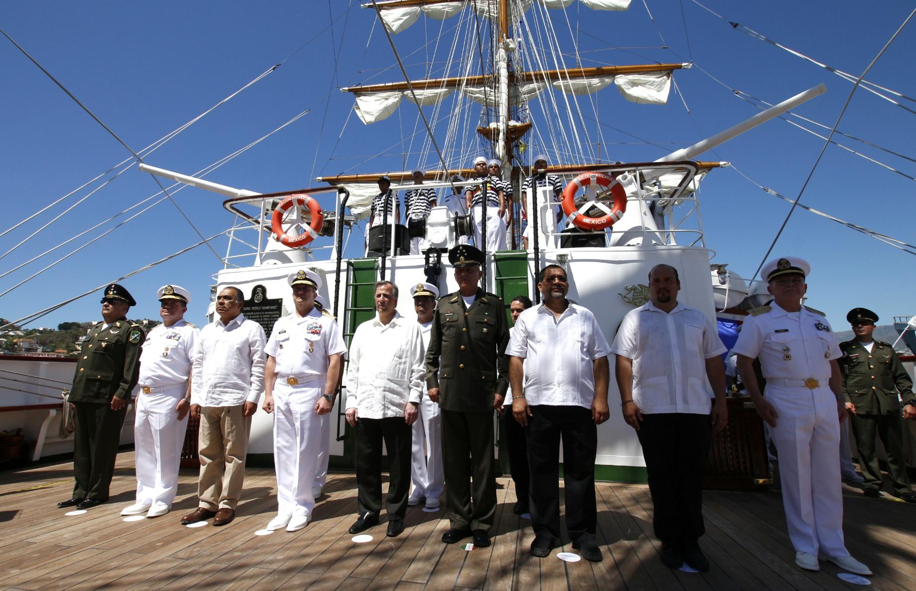El secretario de Desarrollo Social, José Antonio Meade Kuribreña, asistió este sábado, con la representación presidencial, a la ceremonia de zarpe del Buque Escuela Cuauhtémoc, en un acto celebrado en el puerto de Acapulco.