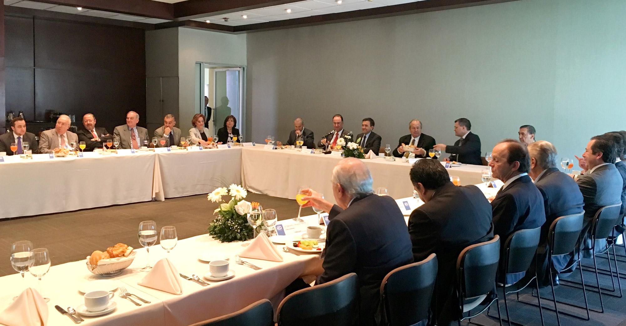 Ildefonso Guajardo se reúne con el Cuerpo Consular en Monterrey