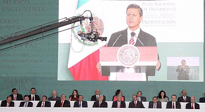 El titular de la Secretaría de Desarrollo Agrario, Territorial y Urbano, Jorge Carlos Ramírez Marín, asistió a la presentación del Plan Nacional de Desarrollo 2013-2018, encabezada por el Presidente de la República, Enrique Peña Nieto.