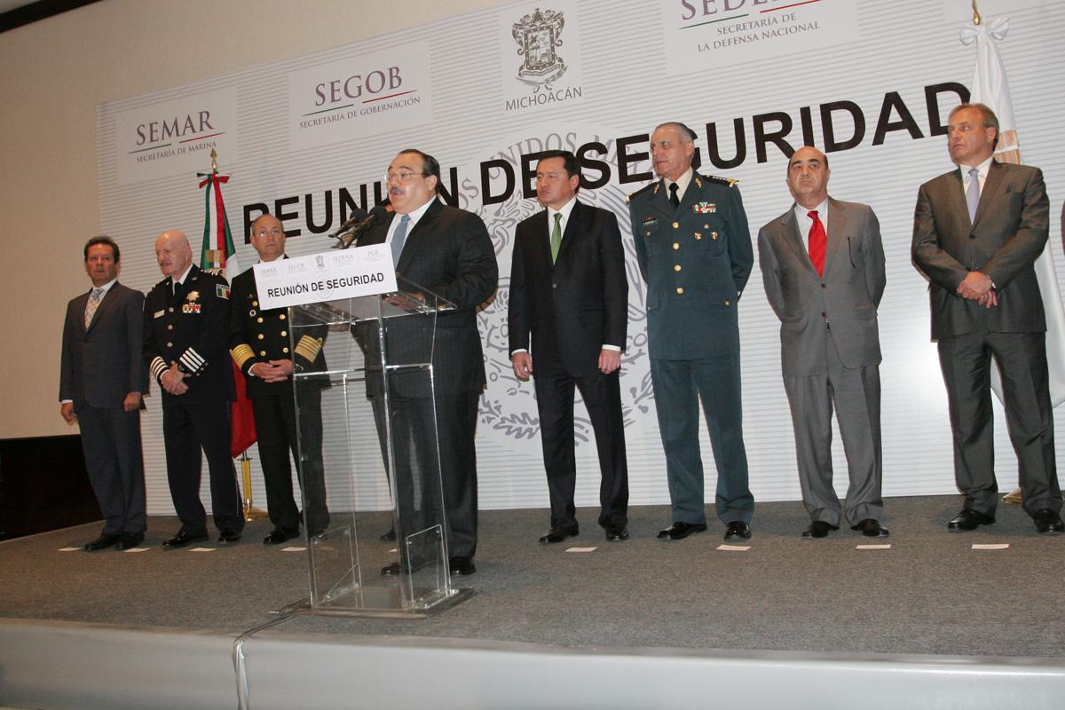 El secretario de Desarrollo Agrario, Territorial y Urbano, Jorge Carlos Ramírez Marín, asistió en su calidad de enlace del Gobierno de la República con la entidad, a la sesión del Gabinete de Seguridad para supervisar el operativo Michoacán 2013.