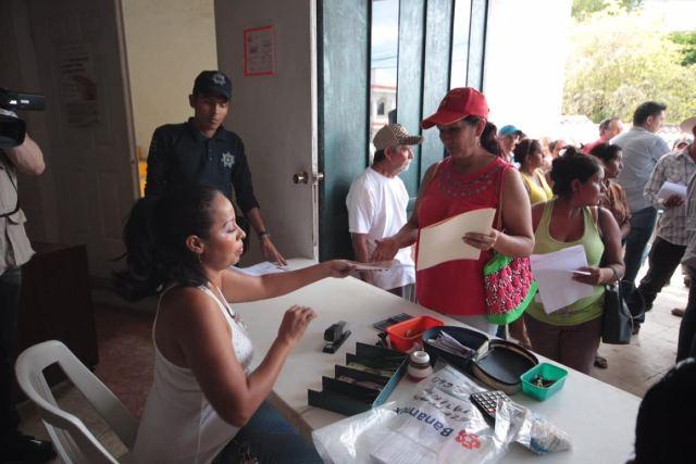 Se entregan recursos del Programa de Empleo Temporal Inmediato en Petatlán y Tecpan de Galeana