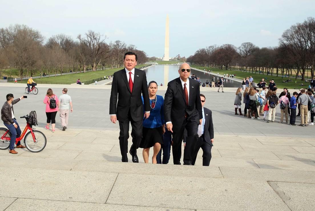 El Secretario de Gobernación, Miguel Ángel Osorio Chong, sostuvo una reunión de trabajo con el Secretario de Seguridad Interna de los Estados Unidos, Jeh Johnson en Washington, D.C.