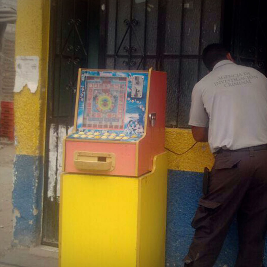 PGR asegura 21 máquinas tragamonedas en Escuinapa.
