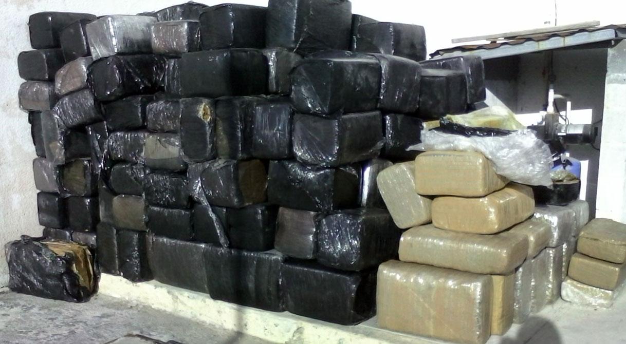 PGR consigna a cinco personas a quienes les aseguraron más de mil 777 kilos de marihuana.