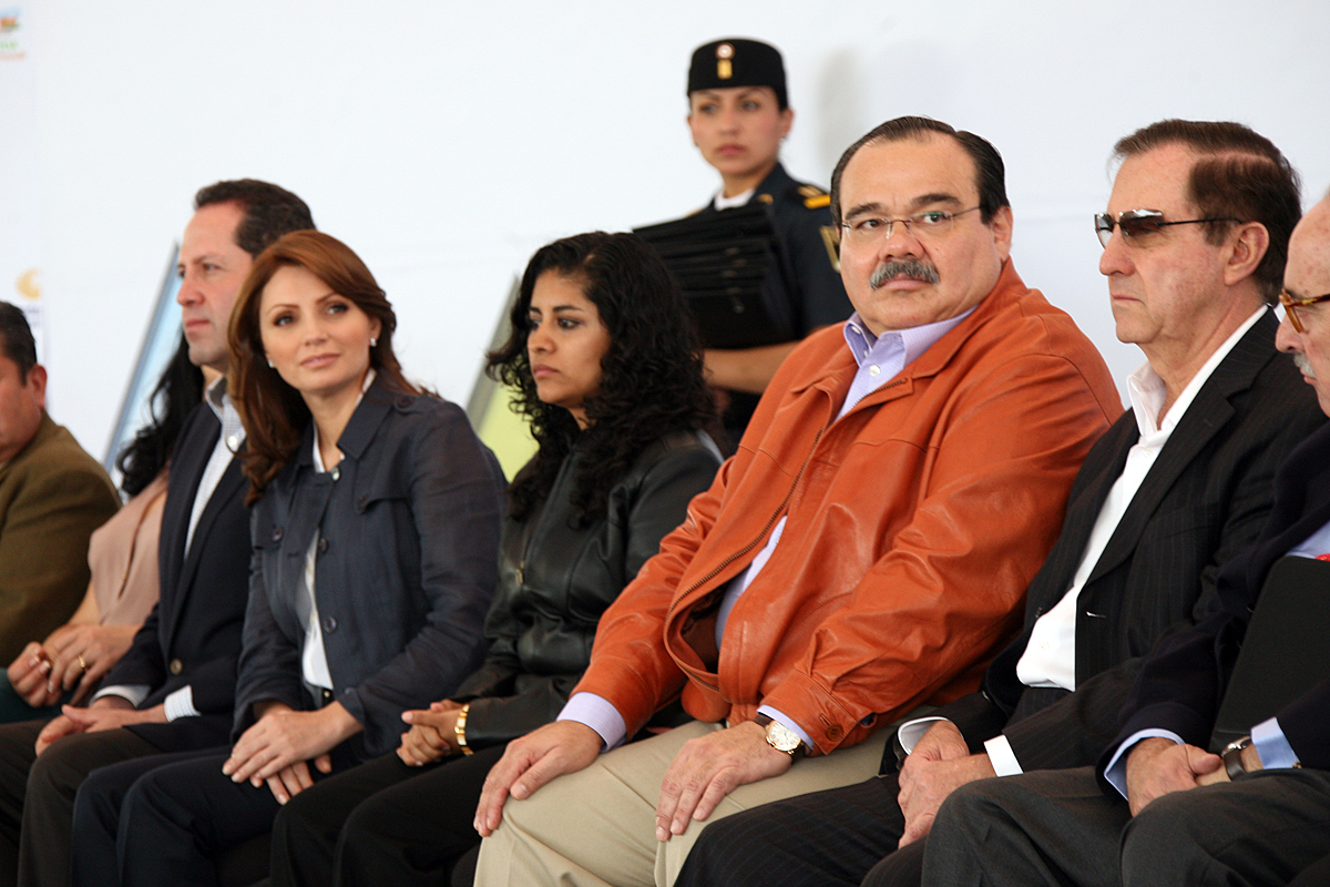Angélica Rivera de Peña, presidenta del Consejo Ciudadano Consultivo del Sistema Nacional del DIF y el secretario de Desarrollo Agrario, Territorial y Urbano, Jorge Carlos Ramírez Marín.