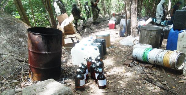 PGR Guerrero desmantela laboratorio clandestino de drogas.