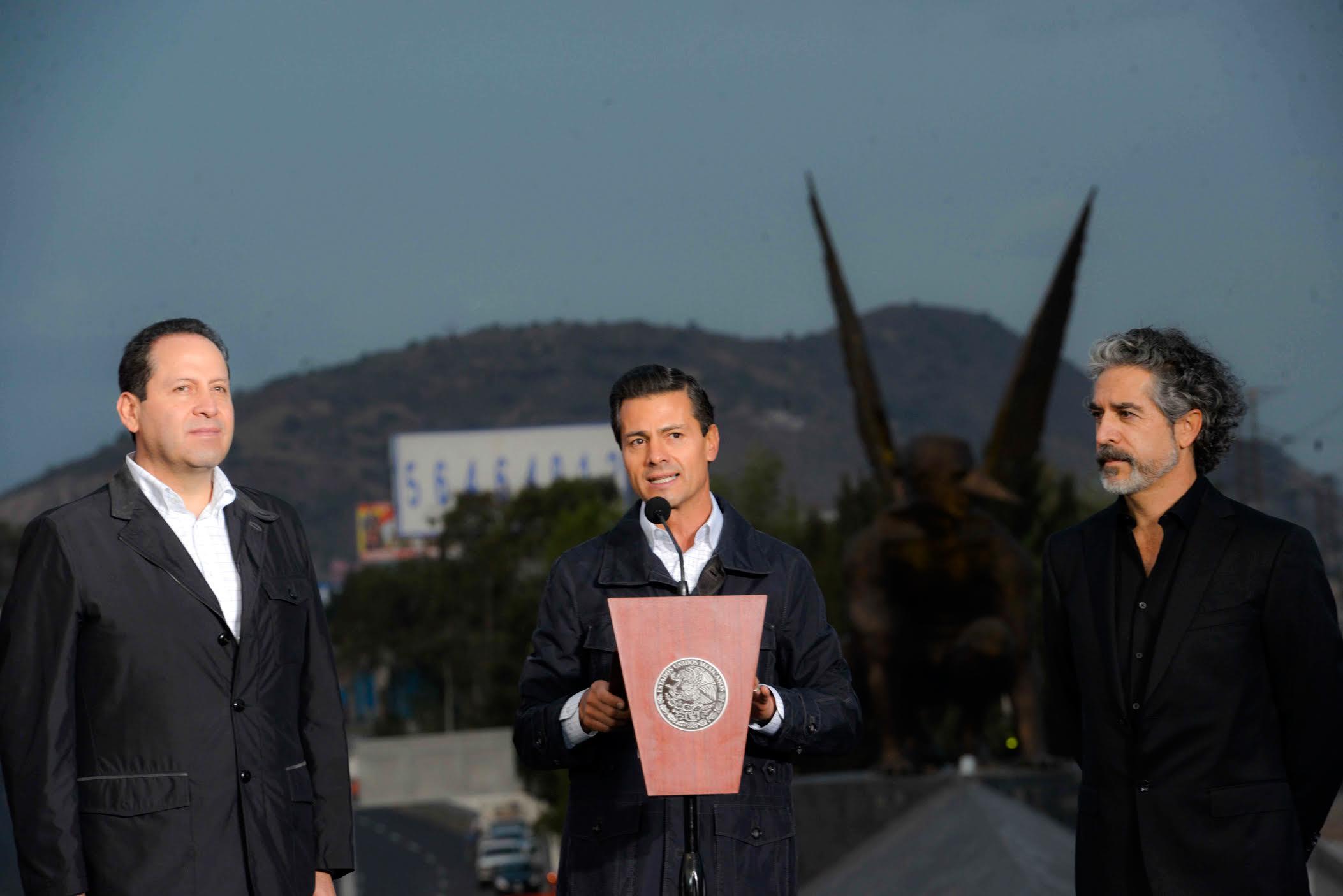 El Primer Mandatario inaugura el Puente El Vigilante en el Estado de México.