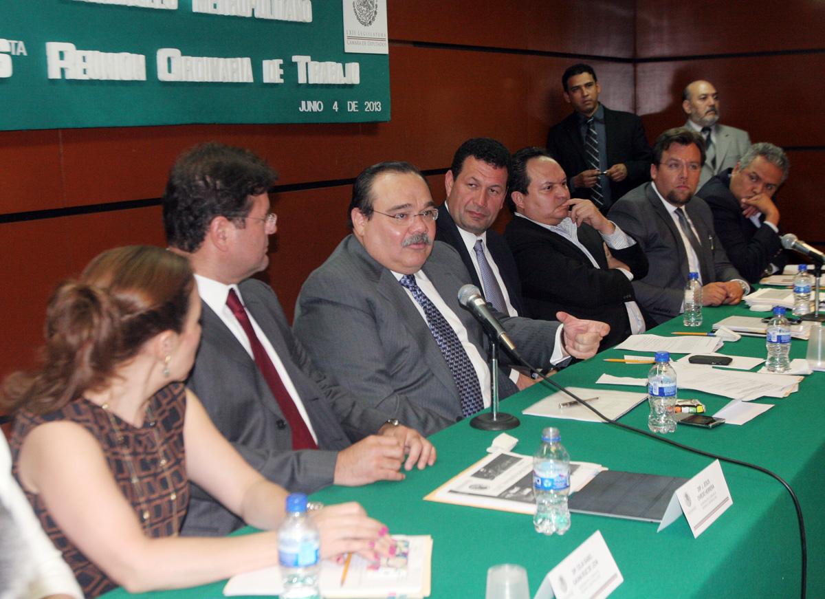 Jorge Carlos Ramírez Marín, al reunirse con integrantes de la Comisión de Desarrollo Metropolitano de la Cámara de Diputados.