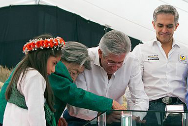 El titular de la SCT, Gerardo Ruiz Esparza, y el jefe de gobierno capitalino Miguel Ángel Mancera, inauguraron la 156 edición de la Feria de las Flores de San Ángel 2013