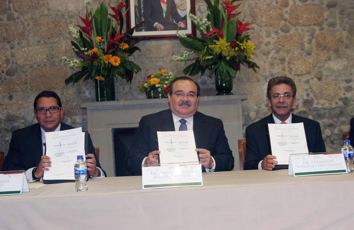El secretario de Desarrollo Agrario, Territorial y Urbano, Jorge Carlos Ramírez Marín, atestiguó la firma de un convenio de colaboración entre el Fideicomiso Fondo Nacional de Habitaciones Populares (FONHAPO) y el gobierno de San Luis Potosí.