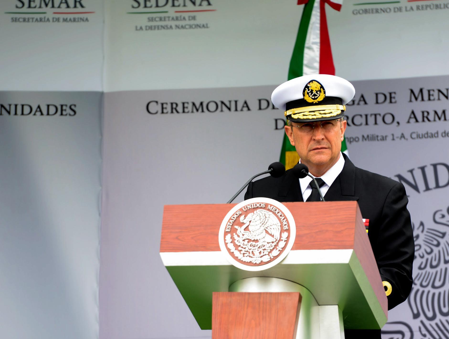 """""""Ustedes, han hecho posible llevar ante la justicia a perseguidos criminales que tanto dañan a la sociedad"""": Almirante Vidal Francisco Soberón Sanz."""