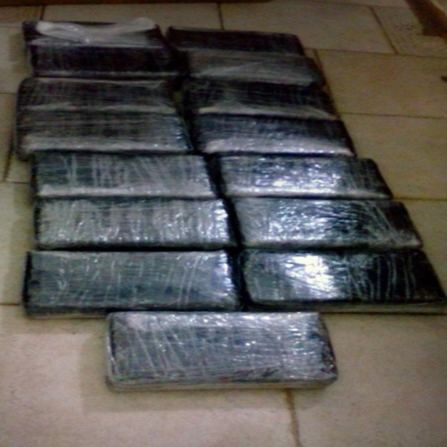 En Nuevo Laredo, PGR consigna a una persona a quien le aseguraron más de 18 kilos de cocaína.