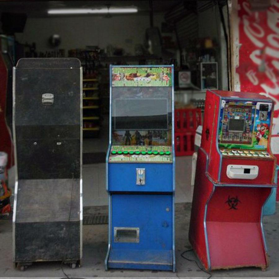 PGR asegura 20 máquinas tragamonedas en Mazatlán.