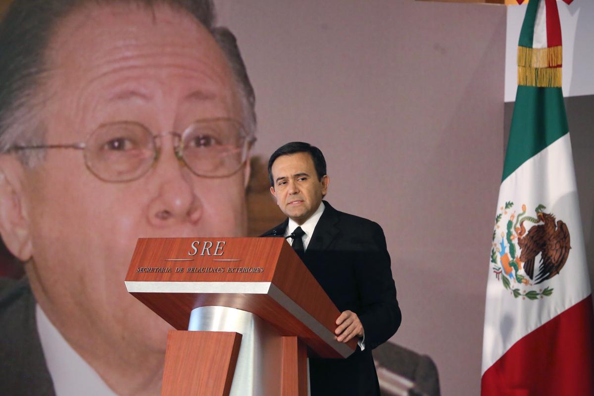 Asiste el Secretario de Economía a la ceremonia luctuosa de Don Fernando Solana Morales