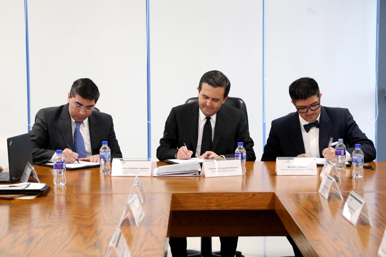 Atestigua Ildefonso Guajardo Villarreal firma convenio entre la COFEMER y el IMCO
