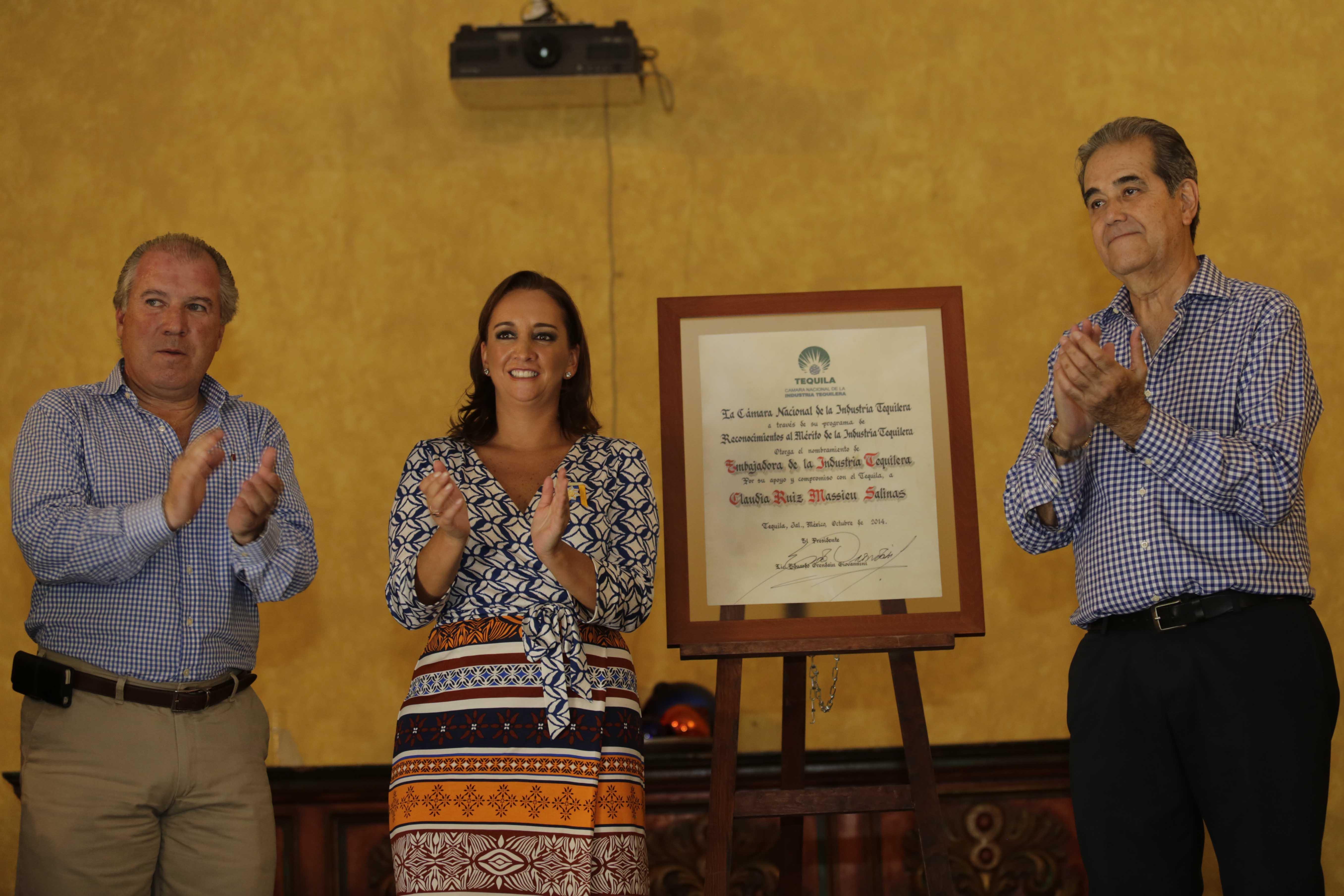 La Secretaria de Turismo del Gobierno de la República, Claudia Ruiz Massieu, presenta acciones para impulsar la industria tequilera.