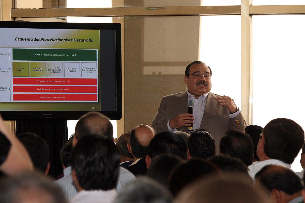 Secretario Jorge Carlos Ramírez Marín, durante la reunión de trabajo con los delegados estatales de la dependencia.