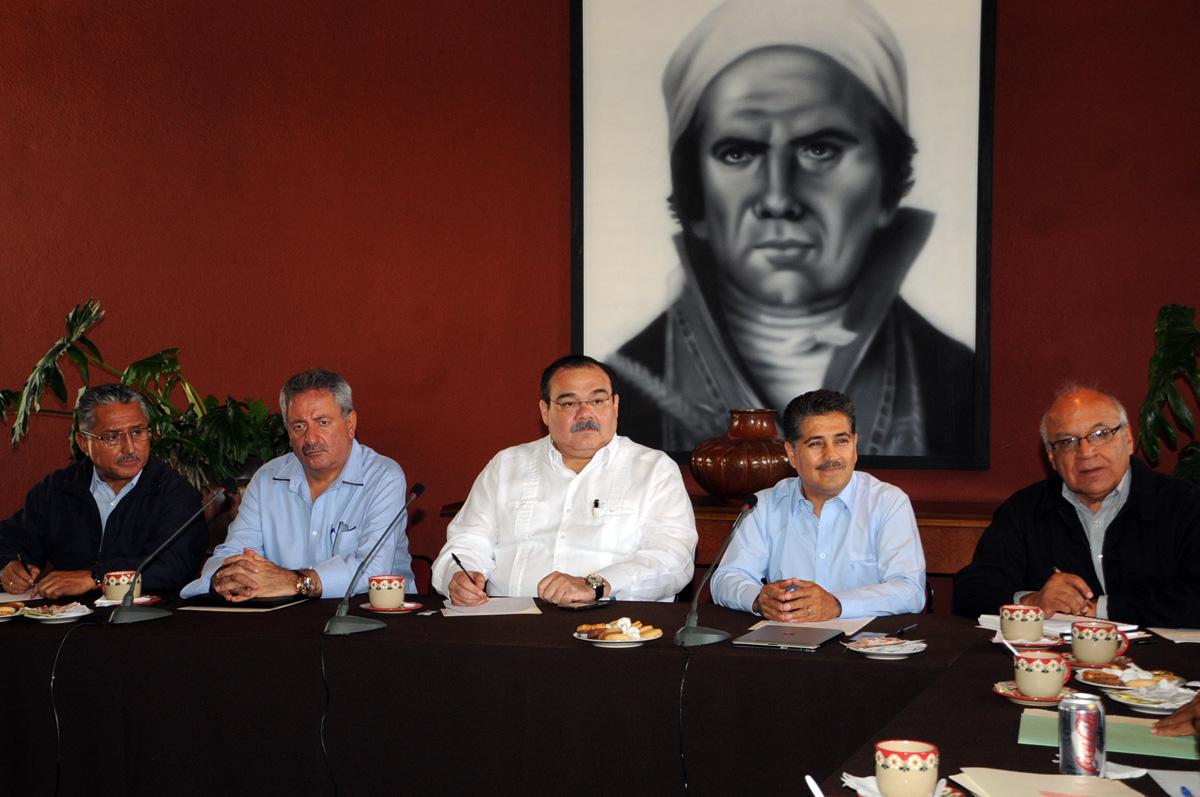 El secretario de Desarrollo Agrario, Territorial y Urbano, Jorge Carlos Ramírez Marín, se reunió con alcaldes del cuarto distrito ubicado al noroeste de Michoacán.
