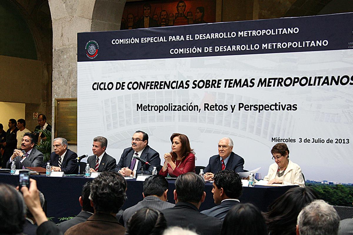 El secretario de Desarrollo Agrario, Territorial y Urbano inauguró el ciclo de conferencias sobre temas metropolitanos, organizado por senadores y diputados federales.