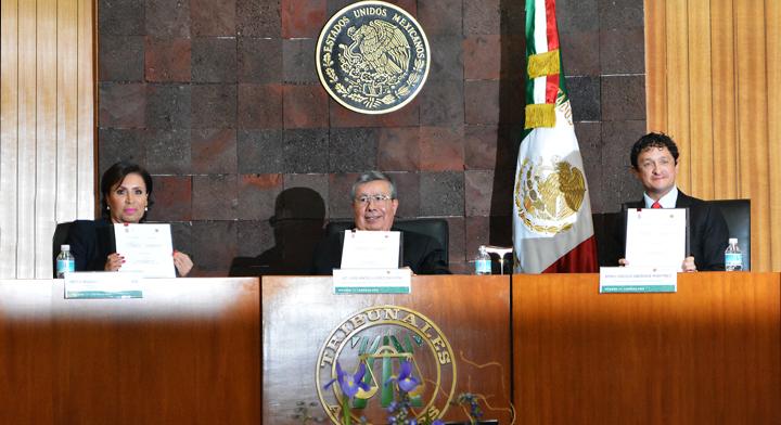 De izq. a der. : Rosario Robles (titular de la SEDATU),Luis Ángel López Escutia (Magistrado Presidente del TSA) y Virgilio Andrade (titular de la SFP)