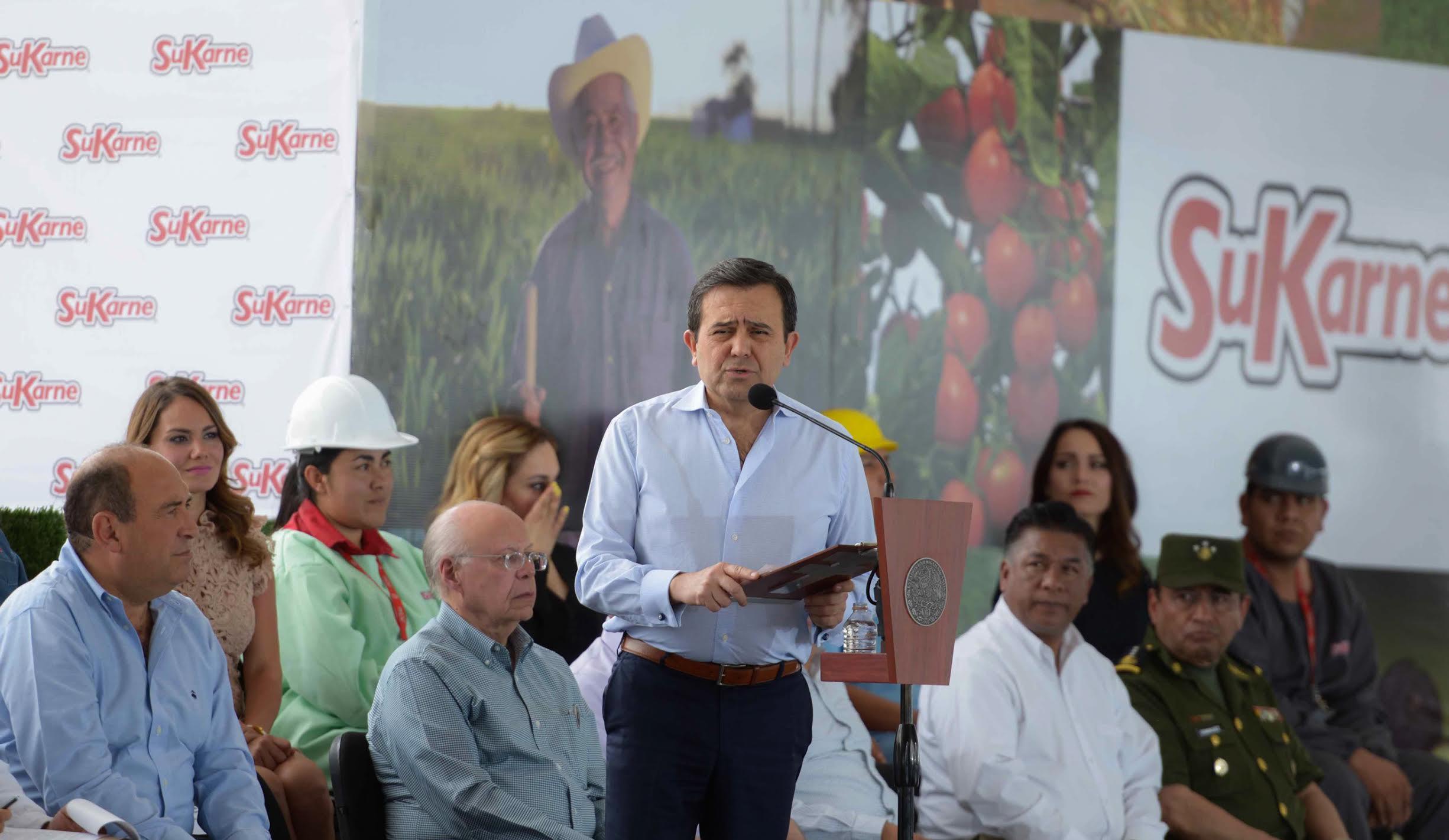 Ildefonso Guajardo Villarreal, durante su discurso en la inauguración del Agroparque Integradora Sukarne Lucero.