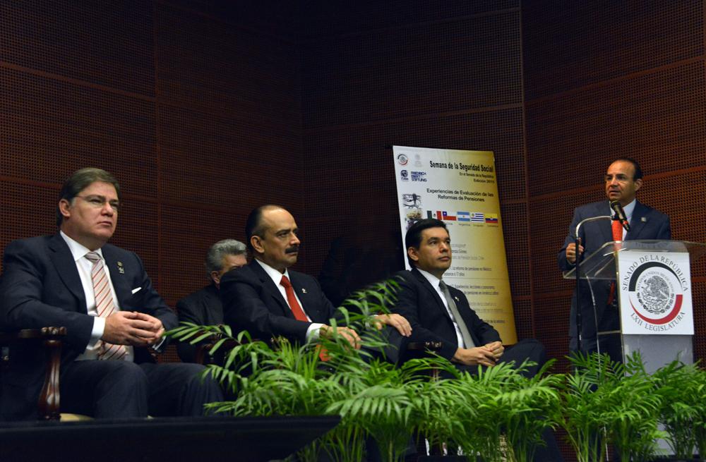 El Secretario del Trabajo y Previsión Social, Alfonso Navarrete Prida, participó en la inauguración de la Semana de la Seguridad Social en el Senado de la República.