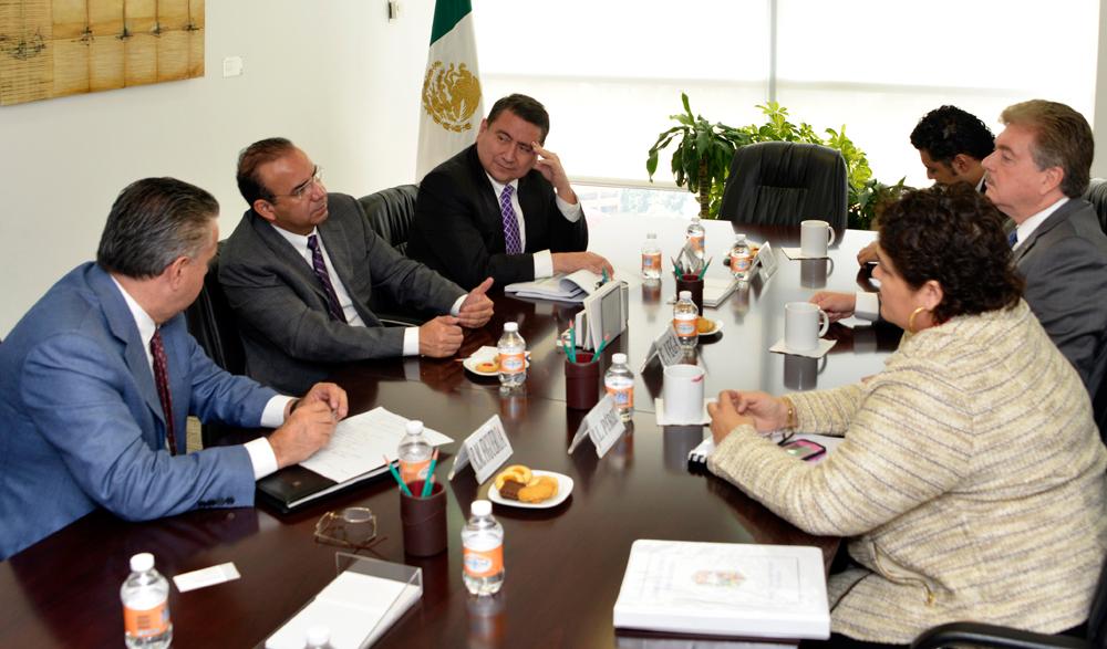 """El Secretario del Trabajo y Previsión Social, Alfonso Navarrete Prida, se reunió con el Gobernador del Estado de Baja California, Francisco """"Kiko"""" Vega de Lamadrid."""