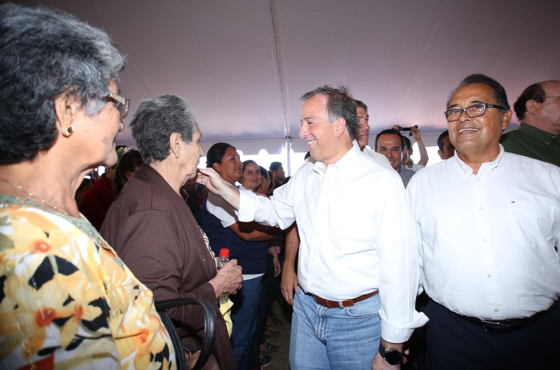 Secretario Meade en el marco de la inauguración de obras para trabajadores del campo y sus familias
