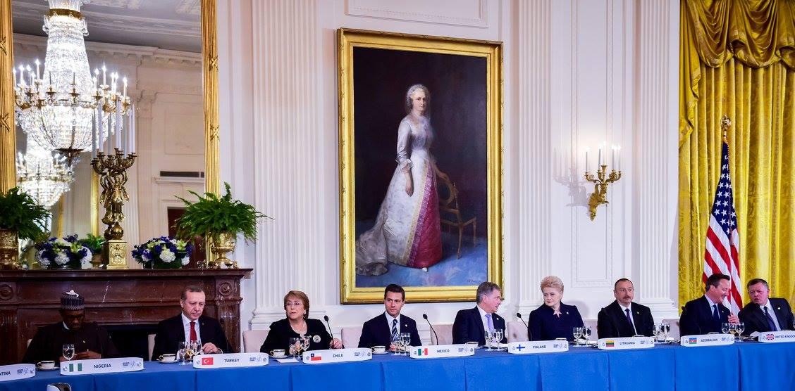 El Presidente Enrique Peña Nieto acudió a la cena que el mandatario estadunidense, Barack Obama, ofreció en la Casa Blanca a los Jefes de Estado y de Gobierno que participarán mañana en la Cumbre de Seguridad Nuclear.