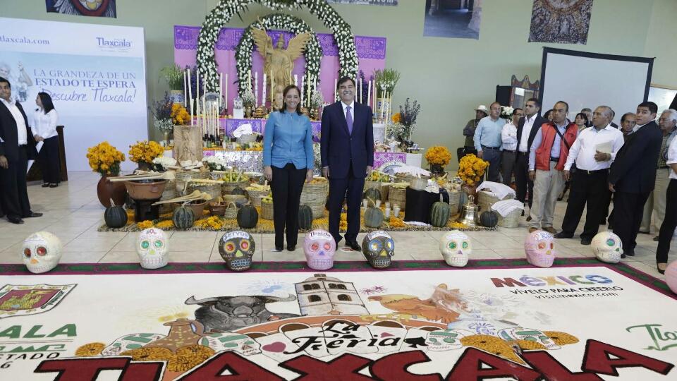 La Secretaria de Turismo del Gobierno de la República, Claudia Ruiz Massieu, inauguró, acompañada del gobernador del estado de Tlaxcala, Mariano González Zarur, la 52 edición de la Feria del estado.