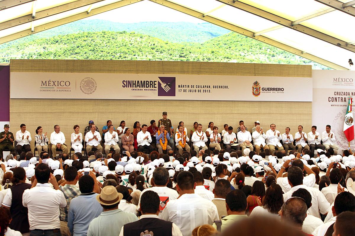 El secretario de la SEDATU, Jorge Carlos Ramírez Marín, asistió al municipio de Mártir de Cuilapan en Guerrero, donde el Presidente de la República, Enrique Peña Nieto, supervisó el avance de la Cruzada Nacional contra el Hambre.