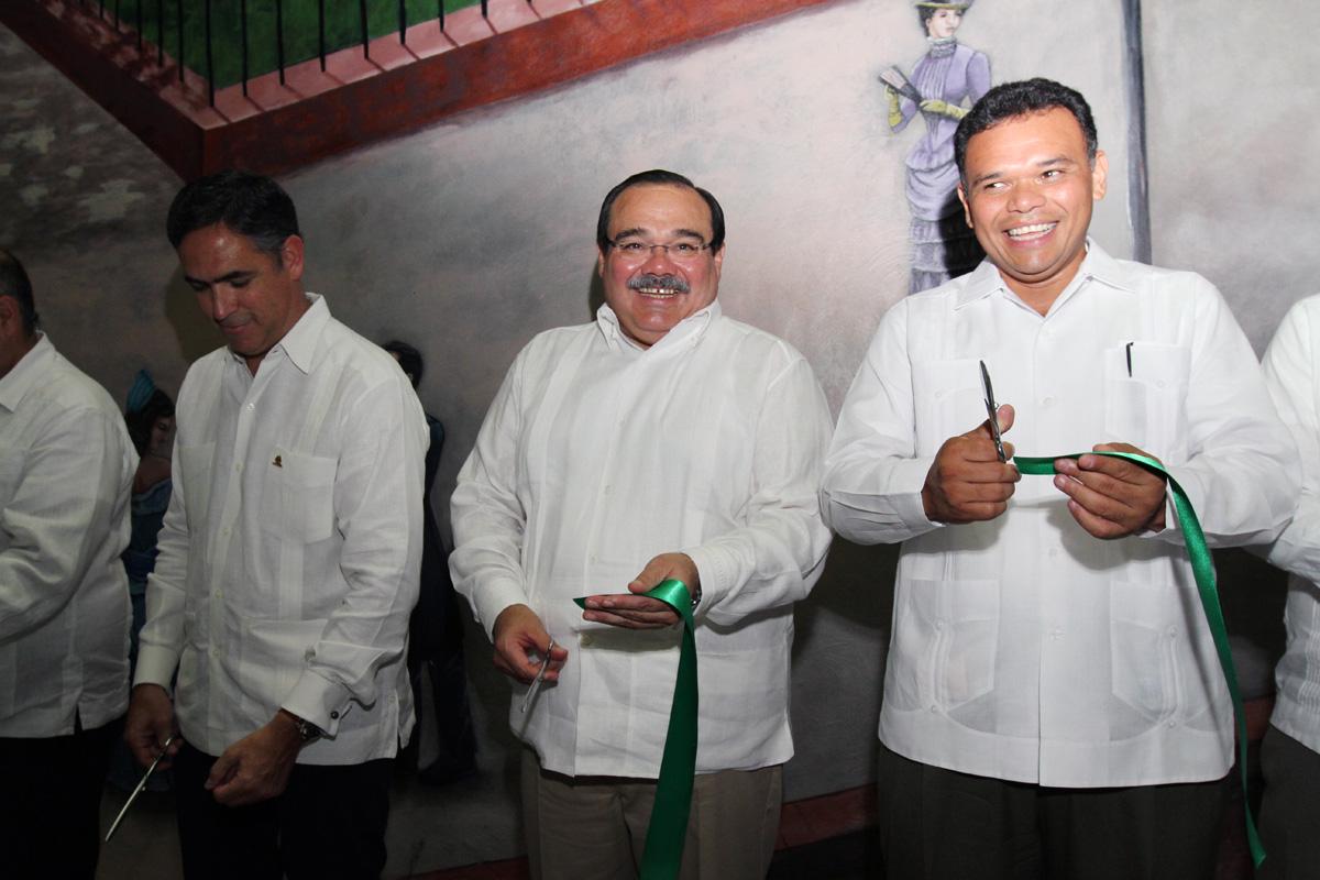 El secretario de Desarrollo Agrario, Territorial y Urbano, Jorge Carlos Ramírez Marín, al inaugurar en Mérida, el Tianguis de Vivienda 2013, que organiza la iniciativa privada y el Infonavit.