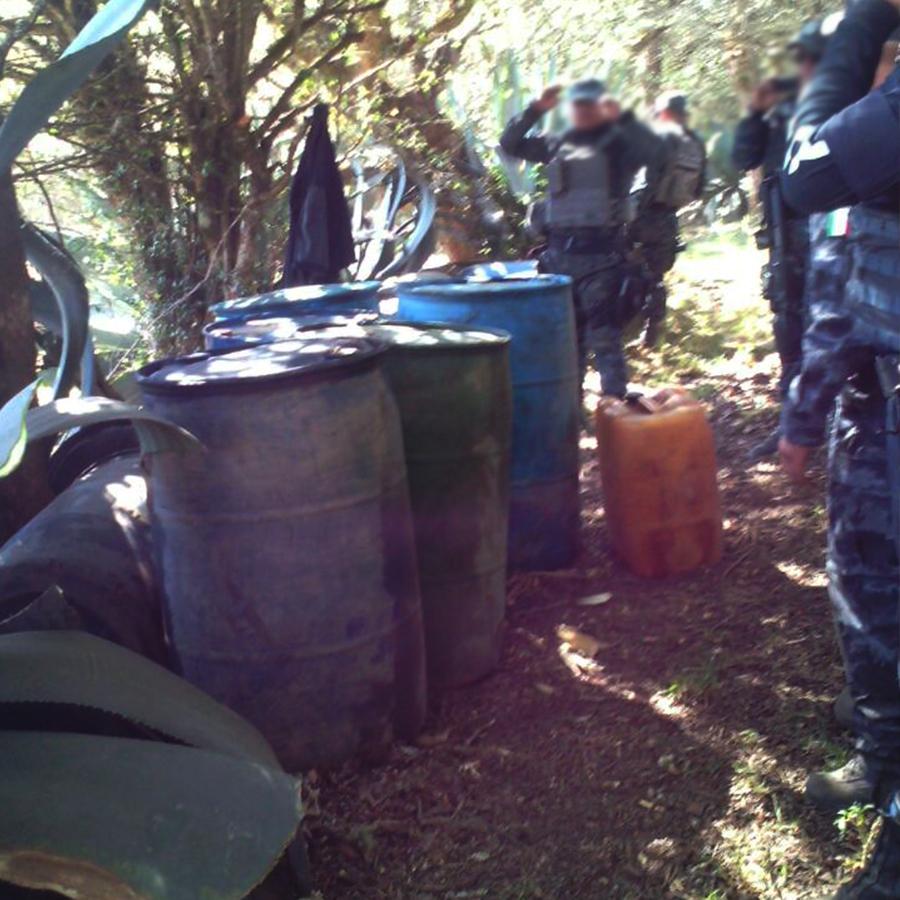 En operativo conjunto, detienen a tres personas  sorprendidas vendiendo hidrocarburo y  se aseguran más tres mil litros.