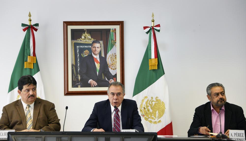 El titular de la Junta Federal de Conciliación y Arbitraje, en conferencia sobre el paro técnico en la Planta Civac de la empresa Nissan Mexicana, en el estado de Morelos