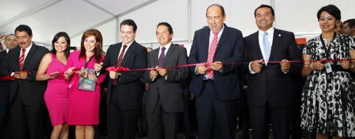 Corte de listón de la Primera Feria de Pueblos Mágicos.