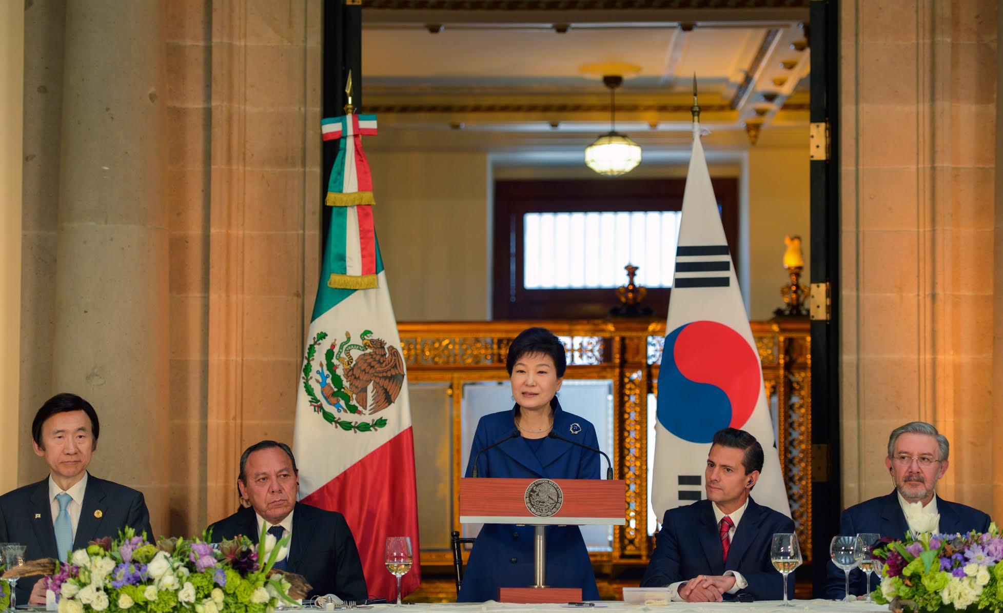 México y Corea tienen una oportunidad invaluable para abrir un nuevo futuro de cooperación sustancial y crecimiento compartido: Presidenta Park Geun-hye.