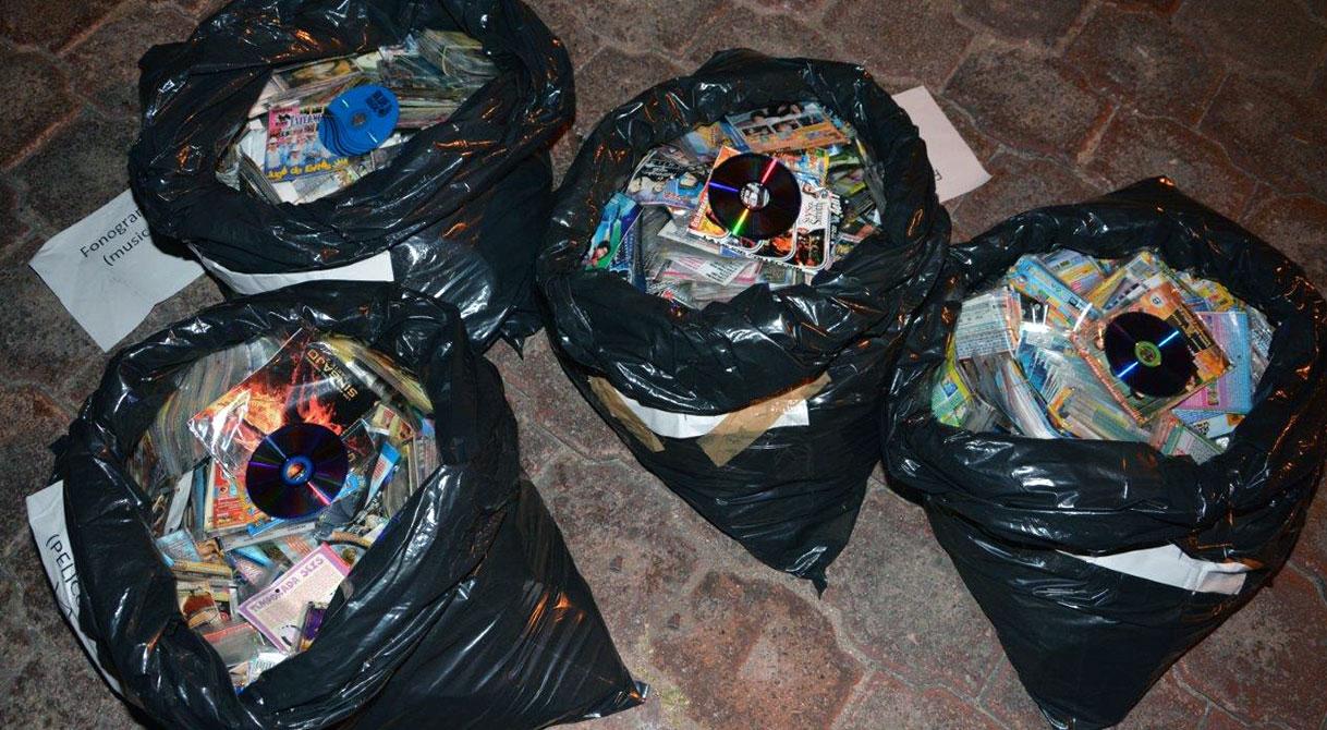 PGR Guerrero asegura media tonelada de discos piratas y  consigna a cuatro vendedores.