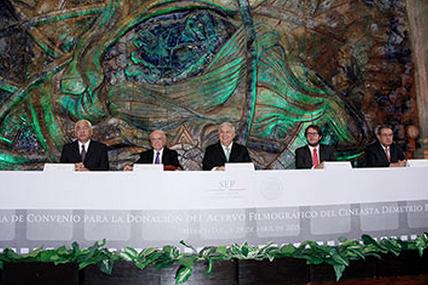 Firma SEP convenio de donación de acervo fílmico con cineasta Demetrio Bilbatúa
