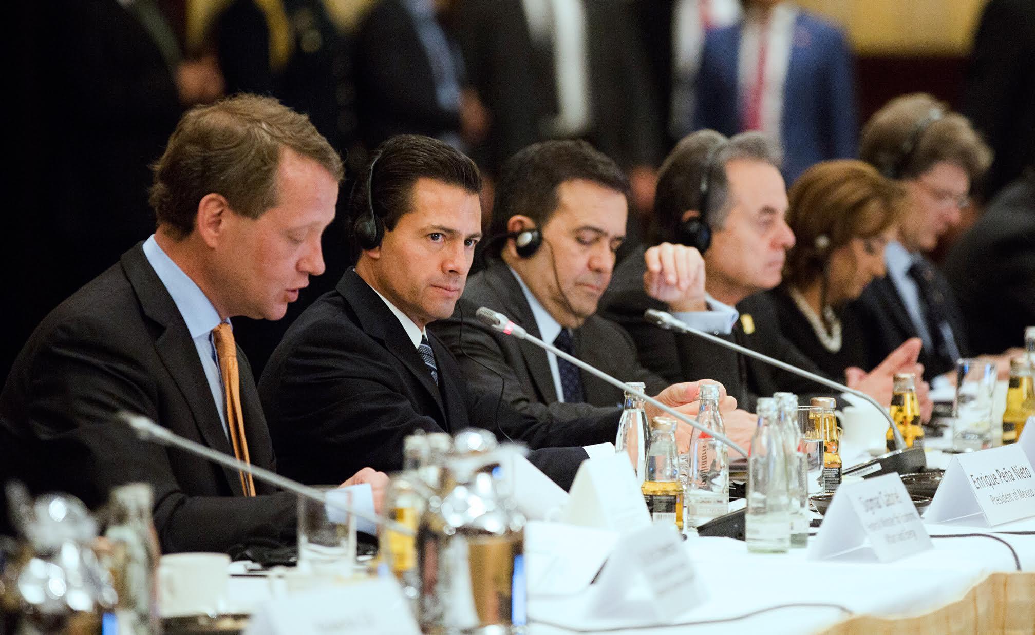 """El Primer Mandatario resaltó que el comercio bilateral entre México y Alemania """"en 2015, superó los 15 mil 750 millones de euros; esto es 21 por ciento más que el nivel de comercio que se tuvo el año previo""""."""