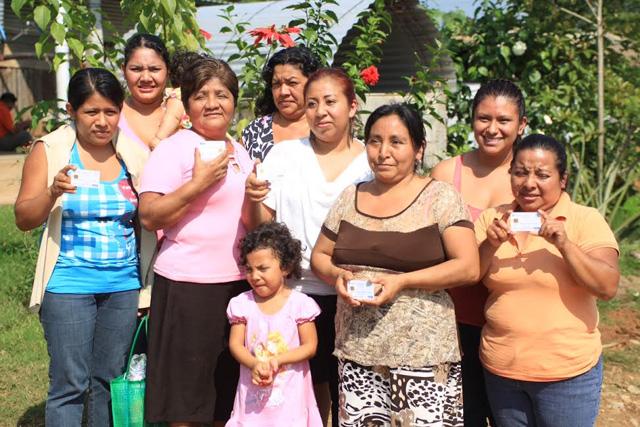 Entrega Rosario Robles Berlanga tarjetas del Esquema de Apoyo Alimentario SINHambre en Tuxtepec, Oaxaca