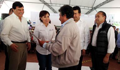 La SEDATU en conjunto con el gobierno del estado de Tlaxcala, hacen entrega de documentos que acreditan la propiedad.
